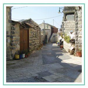 סיור בסמטאות הכפר הישן
