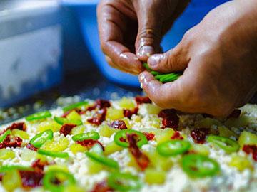 מכינים פיצה